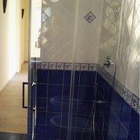 Ceramica di vietri pavimento bagno con mattonelle vietresi for Maioliche bagno