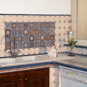 Utiliizzo delle piastelle per cucine con colori caldi e pregiati