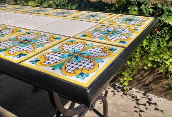 Tavoli In Ceramica Per Esterno.Tavolo Di Vietri In Pietra Lavica E Ferro Battuto