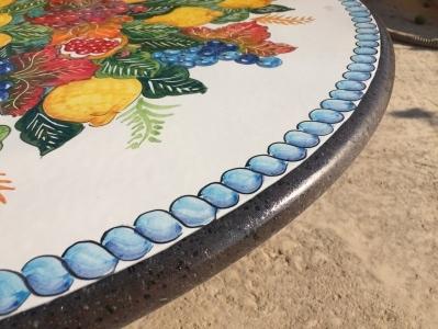Tavoli Da Giardino Pietra Lavica.Tavolo Di Vietri In Pietra Lavica E Ferro Battuto